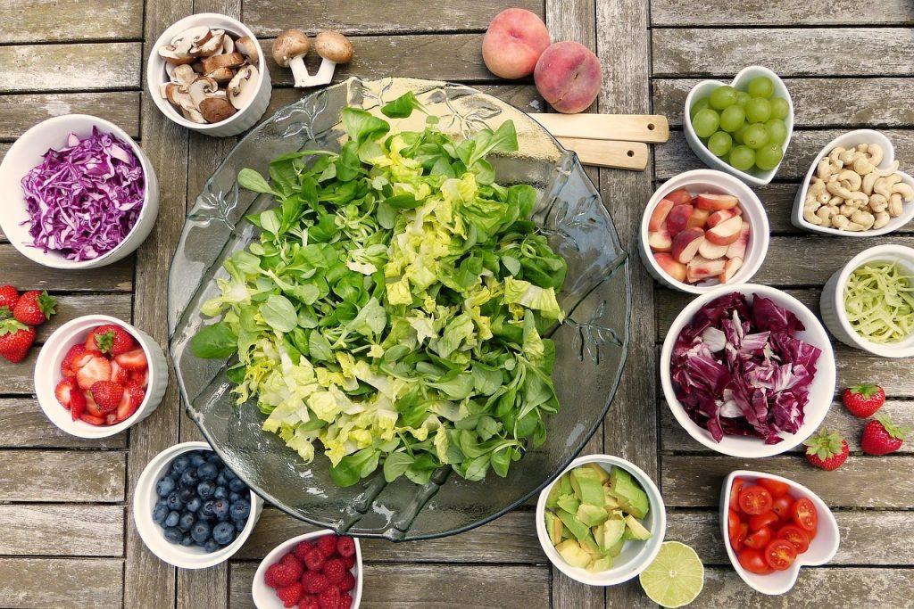 Arriva la bella stagione e il nostro corpo ha esigenze diverse dall'inverno, l'alimentazione cambia: quali sono le vitamine per l'estate da assumere?